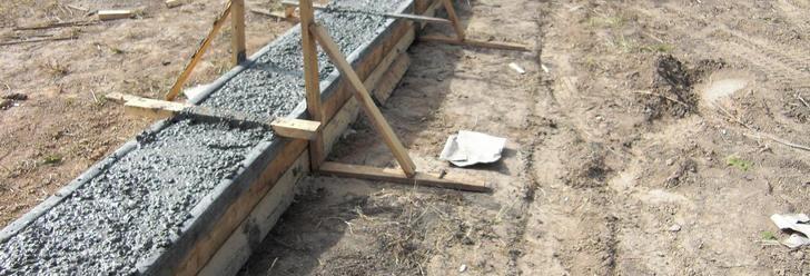 Заливка фундамента для теплицы из пластиковых дверей